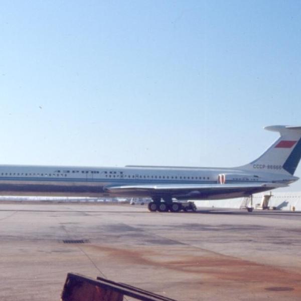 9.Ил-62 на стоянке.