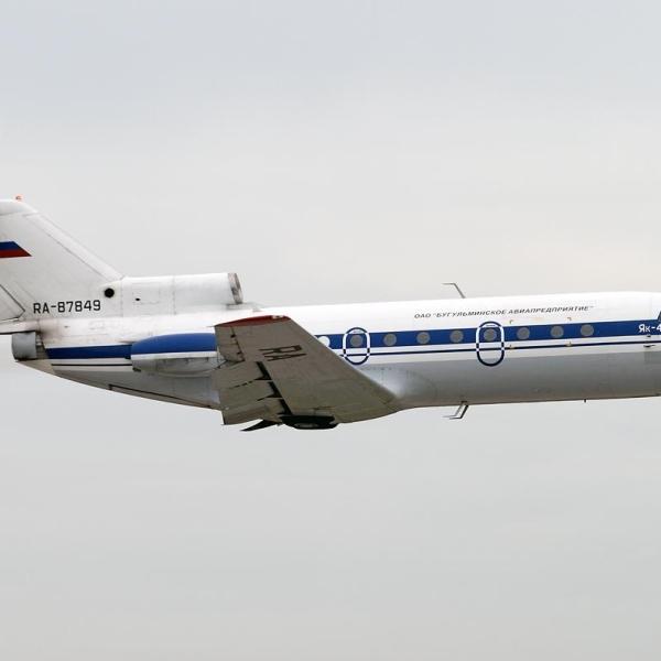 9.Як-40 после взлета.