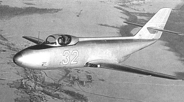 9.Яковлев Як-32.