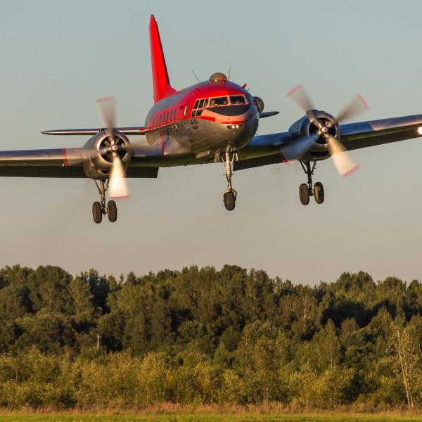 il-14-zahodit-na-posadku-2