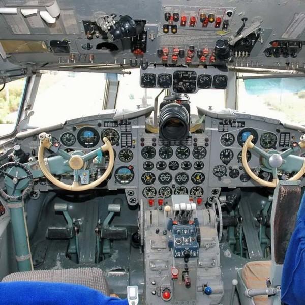 Кабина пилотов Ил-22.