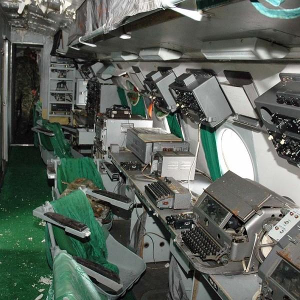 Рабочие места операторов на Ил-22.