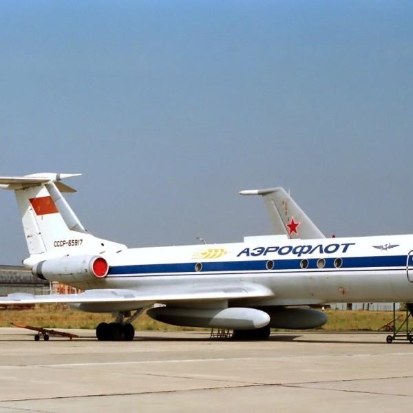 tu-134sh-na-stoyanke-2