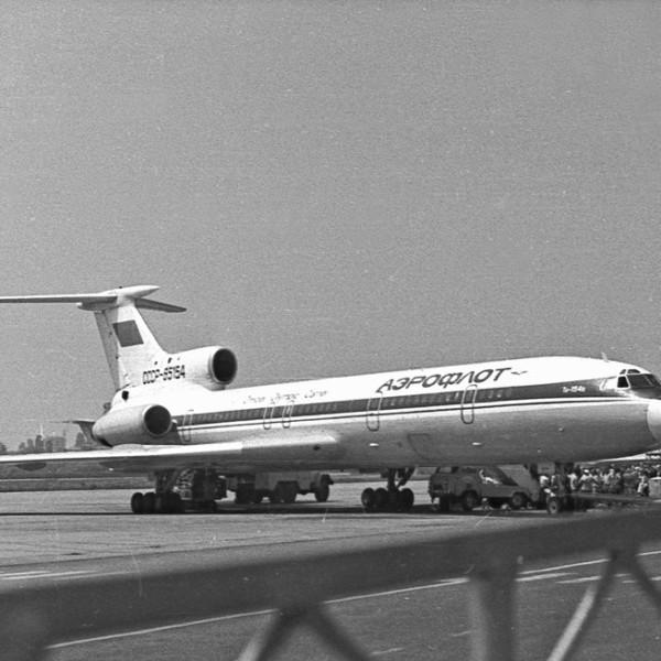 tu-154b-na-stoyanke