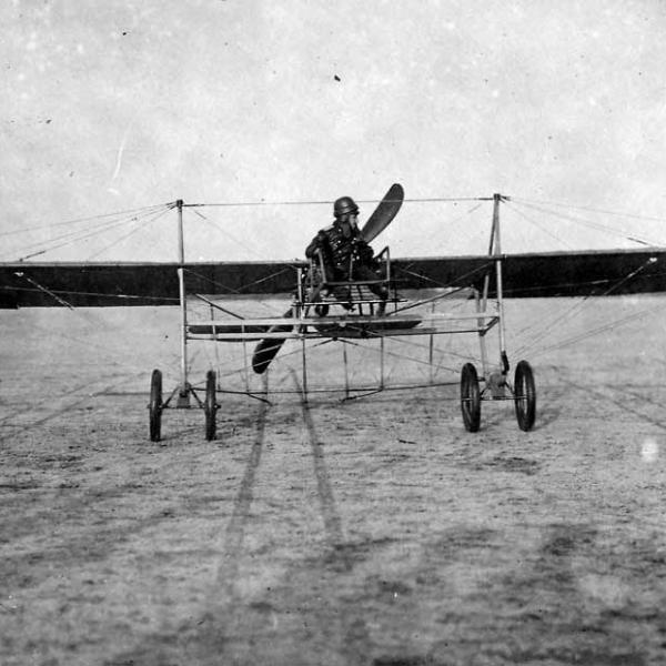 1.Авиатор А.А.Кованько на своем самолете.