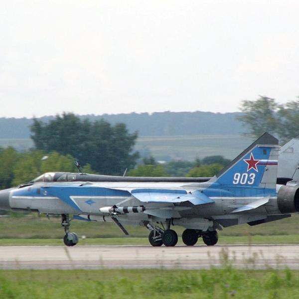 1.МиГ-31Э борт № 903.