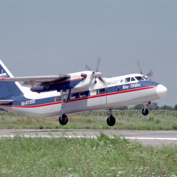 1.Пассажирский самолет Бе-32К.