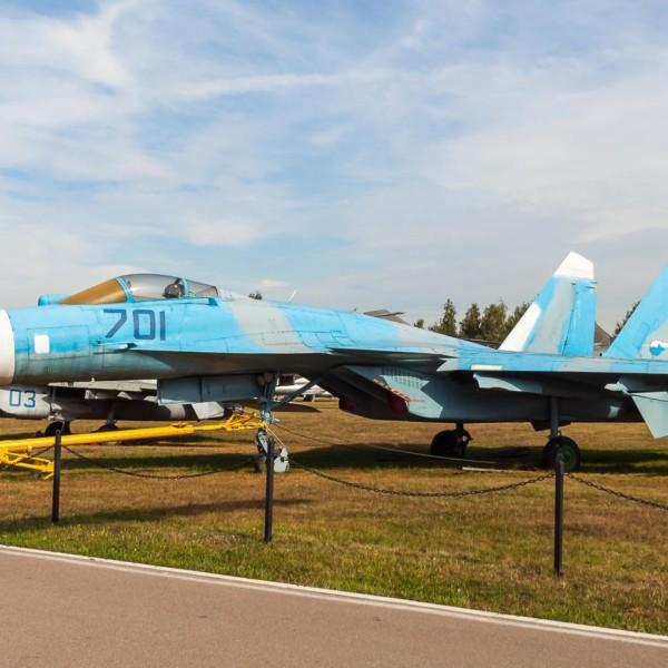 1.Первый опытный Су-35 борт № 701 в музее ВВС Монино. 3