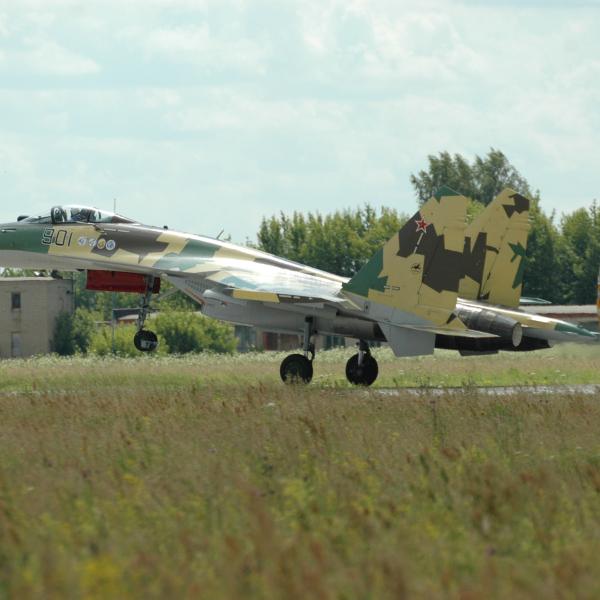 1.Первый прототип Су-35С на взлете.