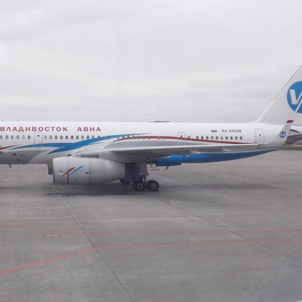 1.Ту-204-300 на стоянке.