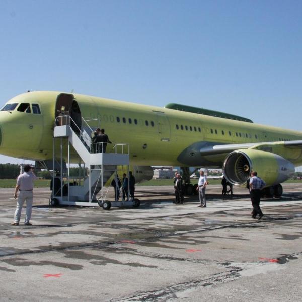 1.Ту-214ПУ борт № RA-64517 перед первым полетом.