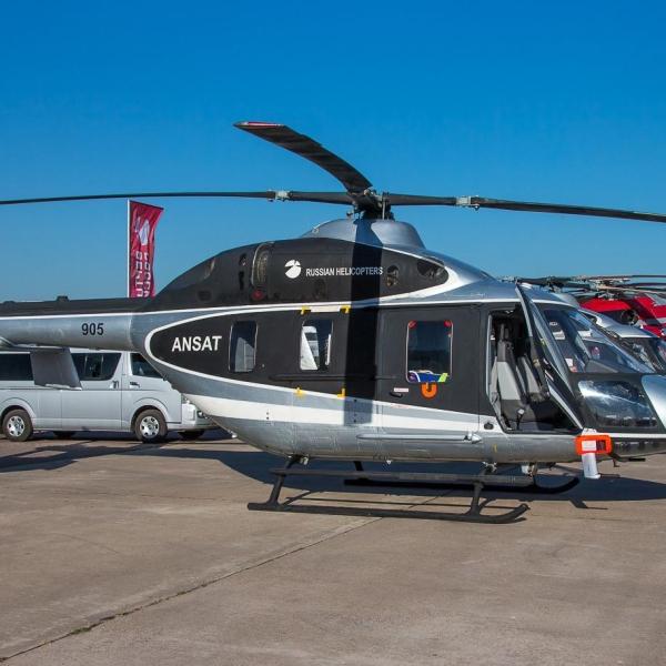1.Вертолет Ансат на стоянке авиасалона.