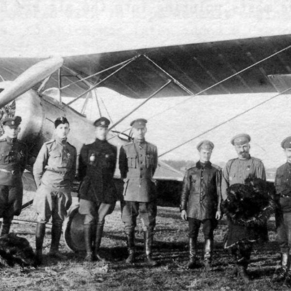10.Русские летчики около самолета Sopwith 1 1-2 Strutter