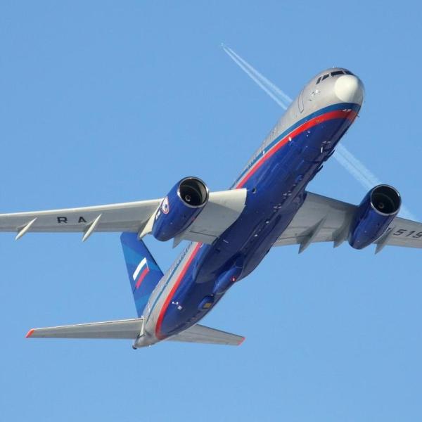 10.Ту-214ОН в полете.