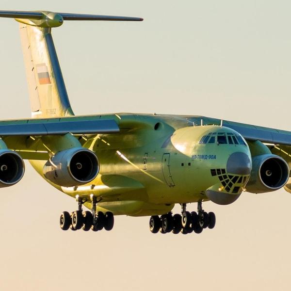 11.Ил-76МД-90А заходит на посадку.