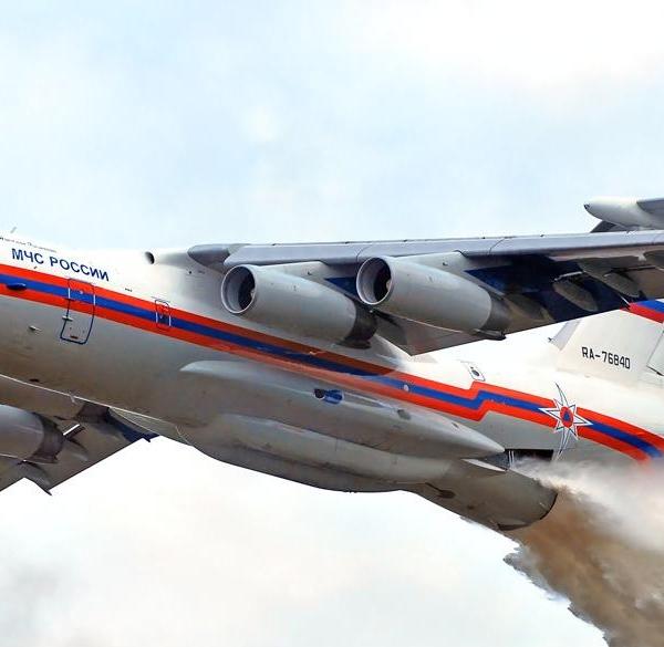11.Сброс воды с Ил-76ТД МЧС России.