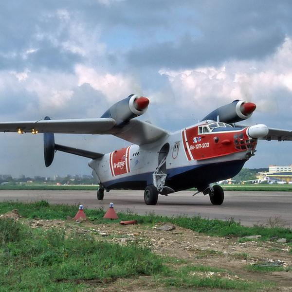 12.Бе-12П-200 на рулежке.