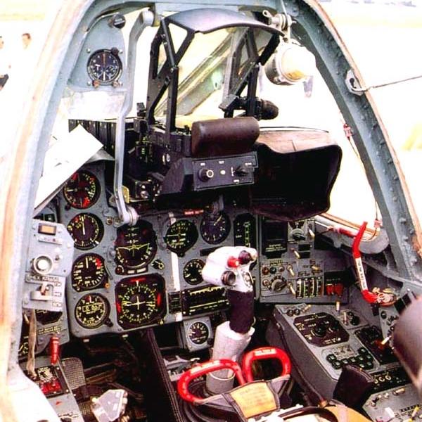 12.Кабина пилота Су-39 .