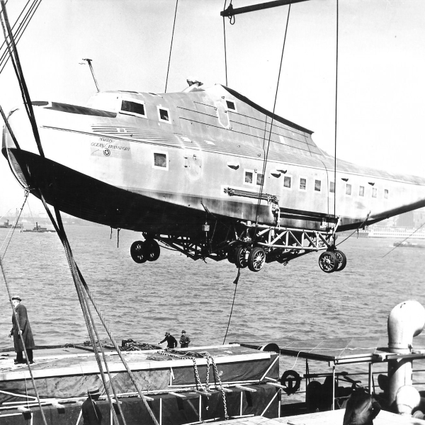 13.Погрузка M-156 Russian Clipper на пароход Сауслюр.