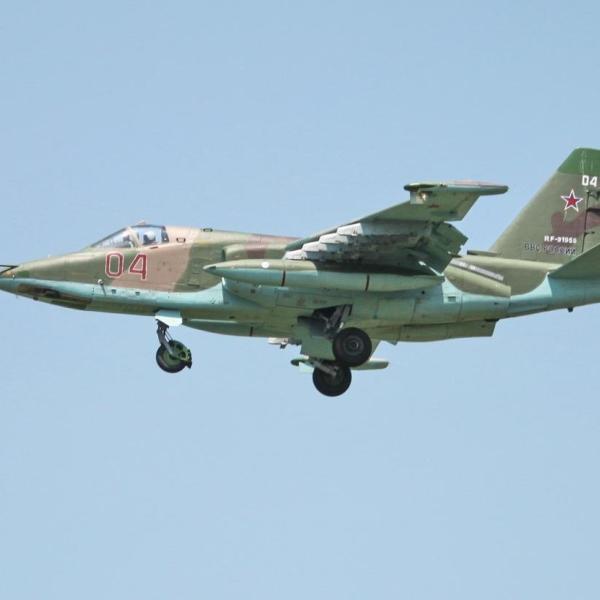 13.Су-25СМ заходит на посадку.
