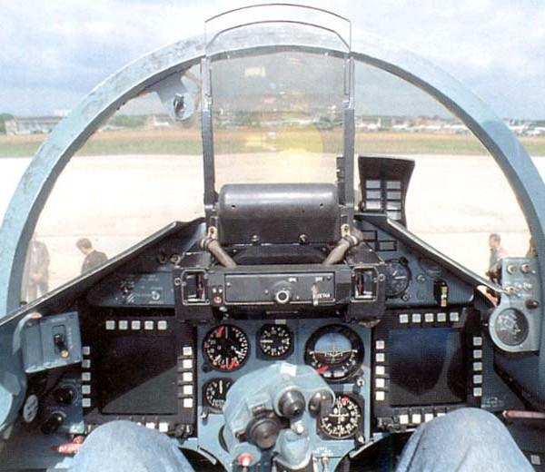 14.Кабина Су-35.