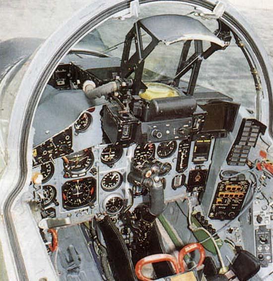 17.Передняя кабина МиГ-29УБ.
