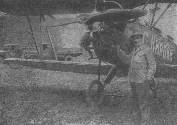 2.Артем Кациян во время тренировочных полетов на По-2.