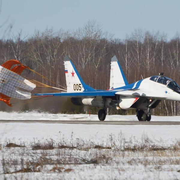 2.Демонстрационный МиГ-29УБ НГАЗ Сокол.