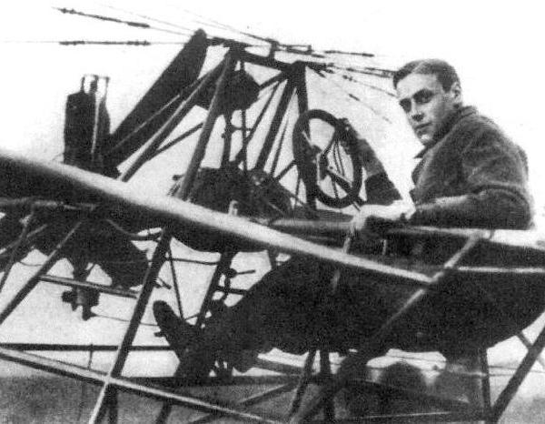 2.И.А.Орлов за штурвалом построенного им самолета Орлов-1.