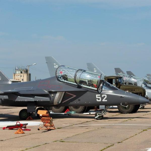 2.Линейка учебно-боевых самолетов Як-130 из состава 209-й учебной авиационной базы Борисоглебского учебного авиационного центра.