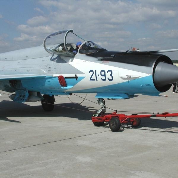2.МиГ-21-93 на выставке. 2