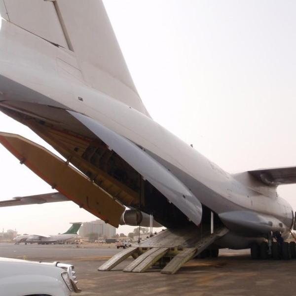 20.Ил-76ТД с открытой рампой грузового отсека.