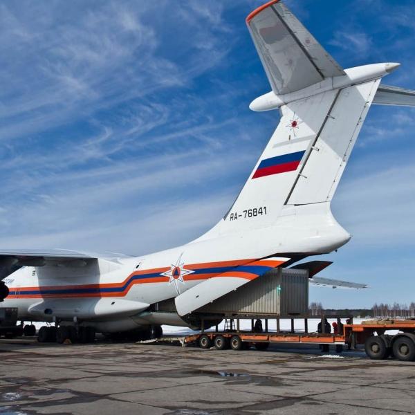 21.Погрузка контейнера на Ил-76ТД.