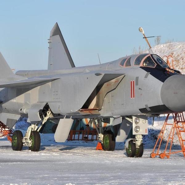 3.Истребитель МиГ-31БМ на стоянке.