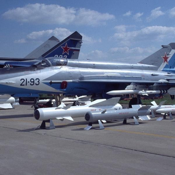 3.МиГ-21-93 на выставке. 3