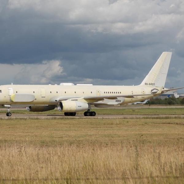 3.Первый экземпляр Ту-214Р.