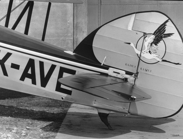 4.Хвостовое оперение Avia B-122.