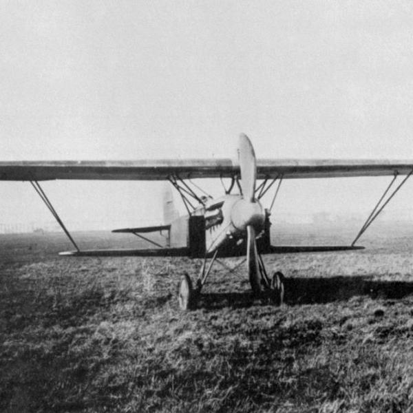 4.Истребитель Fokker D.XIII.