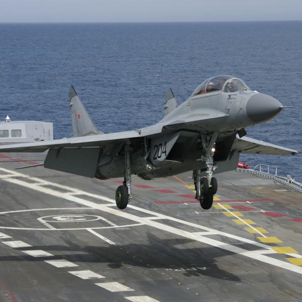 4.МиГ-29КУБ над палубой.