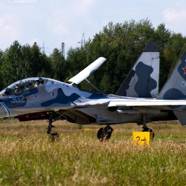 4.Су-30КН на рулежке.