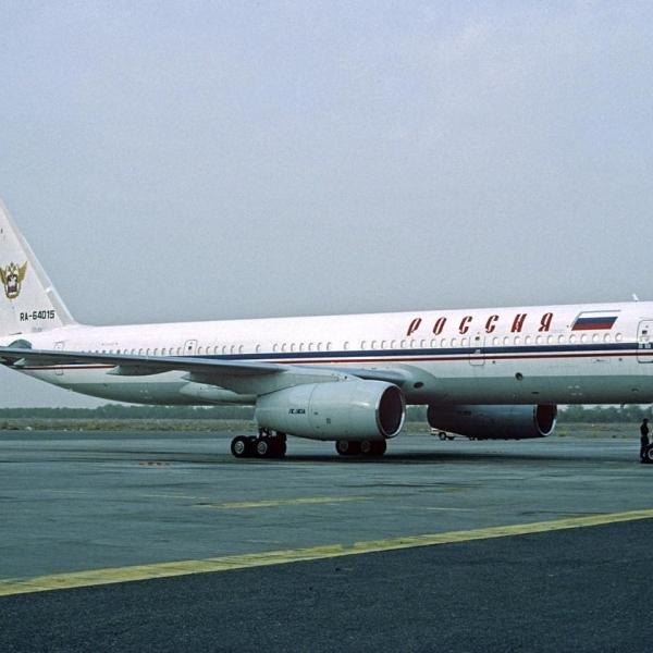 4.Ту-204 правительственного авиаотряда на стоянке.