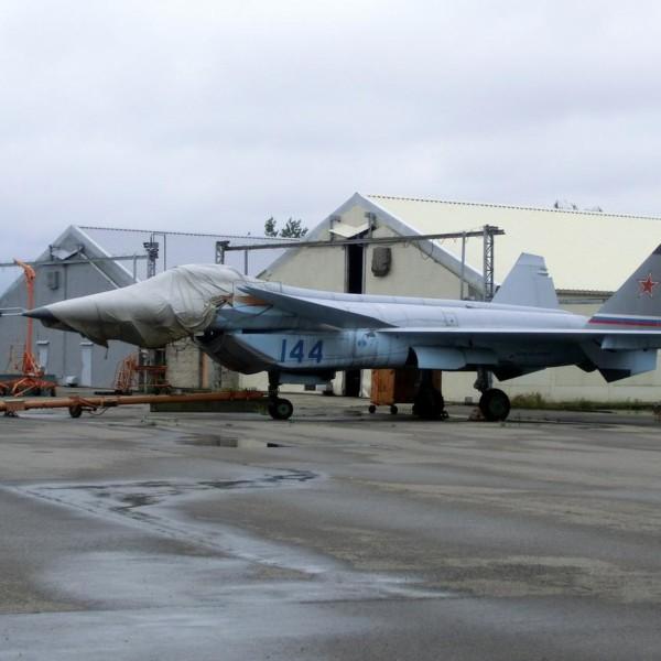 4а.МиГ-1.44 (МФИ) на стоянке