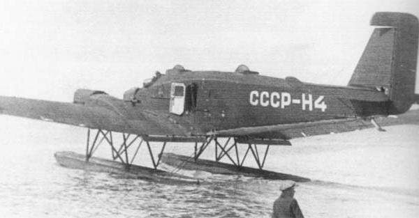 4в.ЮГ-1 Полярной авиации на поплавках.