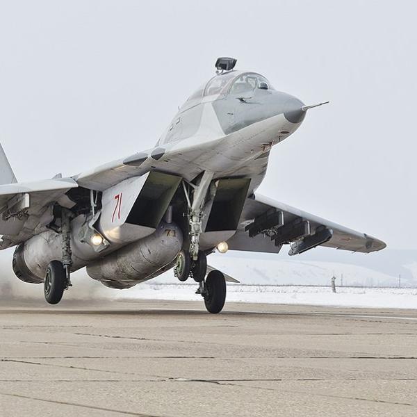 5.МиГ-29УБТ на взлете.