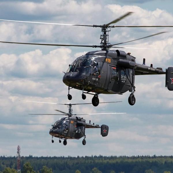 5.Пара вертолетов Ка-226 ВВС России в полете.
