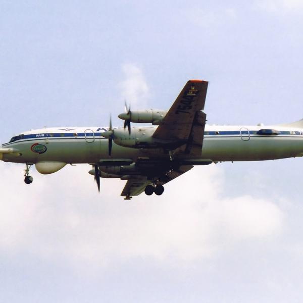 6.Ил-18Д Циклон заходит на посадку.