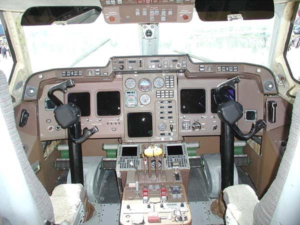 6.Кабина пилотов Ил-114Т