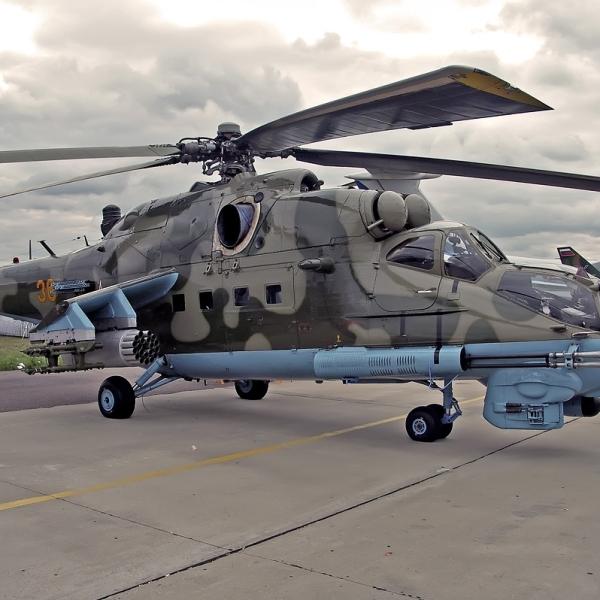 6.Ми-24ПН на стоянке авиасалона.