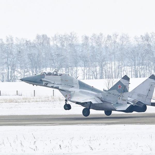 6.МиГ-29УБТ на взлете. 2