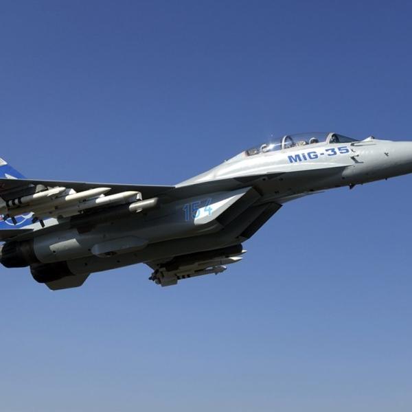 6.Миг-35 в полёте.